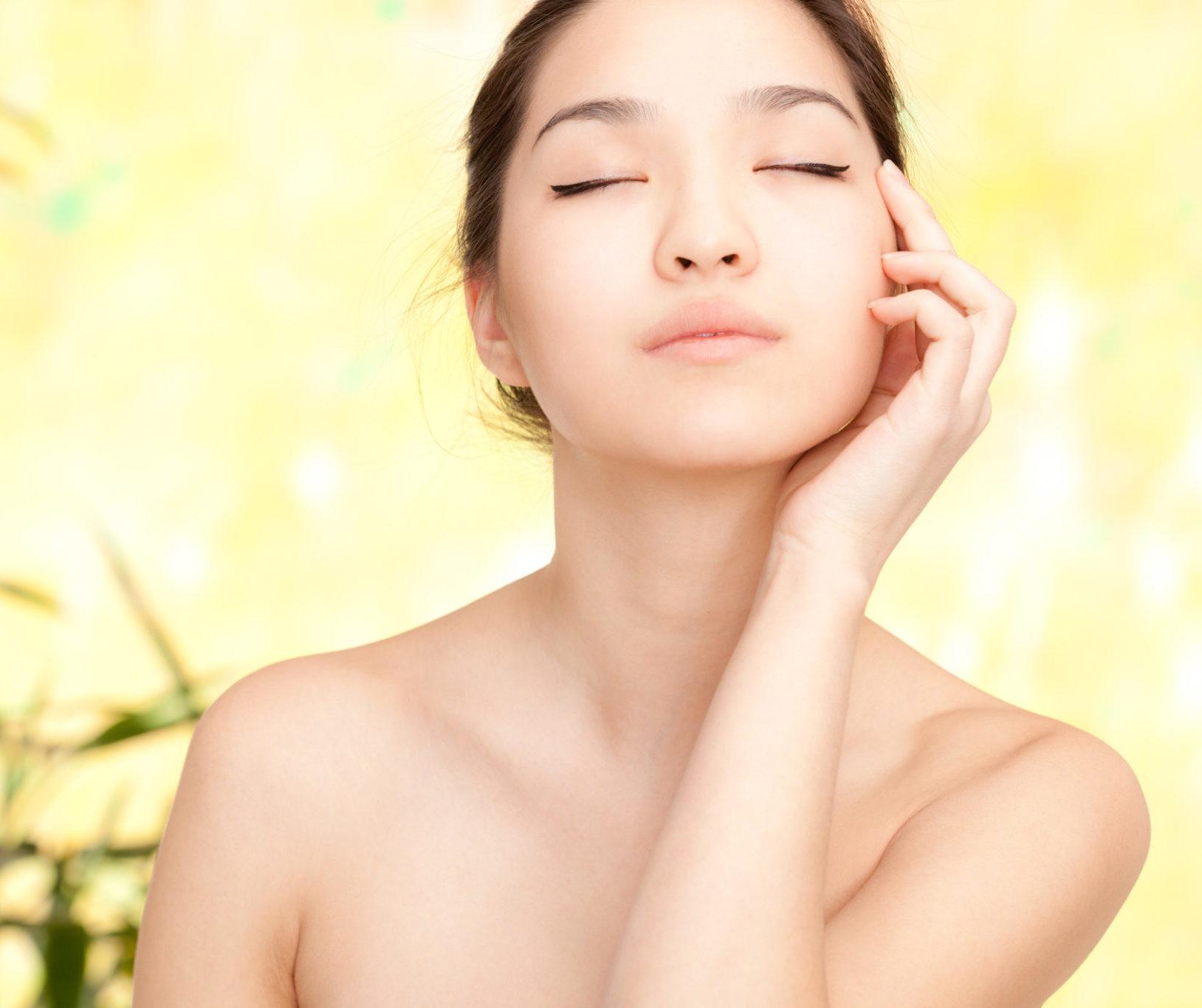 Glass Skin: 8 αποτελεσματικά προϊόντα για να κάνεις το Κορεάτικο skincare trend τρόπο ζωής Η καλοκαιρινή πρόταση της Avon ακούει στο όνομα Κ-Beauty και έρχεται να σε μυήσει σε ένα απολαυστικό τελετουργικό περιποίησης, με αύρα Ανατολής.