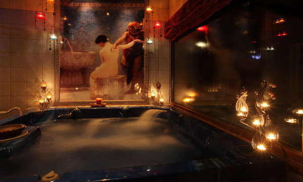 Αρχοντικό Αμαδρυάς Luxury Maison & Spa  Χαλαρώνετε στην πισίνα, παραδομένοι στην αίσθηση που προσφέρουντα αιθέρια έλαιακαι τα αναζωογονητικά άλατα, απολαμβάνoντας παράλληλα την απερίγραπτη θέα. Χαλαρώνετευπό το φως των κεριών και τους ήχους της lounge μουσικής και αφήνεστε στην ευεργετική επίδραση του χαμάμ και του υδρομασάζ. Ο ειδικός χώρος σπα του Αρχοντικού Αμαδρυάς Luxury Maison & Spa ενδείκνυται αυστηρά για privé καταστάσεις. Μη μας πείτε ότι δεν το καταλάβατε ήδη...  Αρχοντικό Αμαδρυάς Luxury Maison & Spa Παλιό Ελατοχώρι, Πιερία, Κατερίνη Τηλ.: +30 23510 82650 www.amadrias.gr