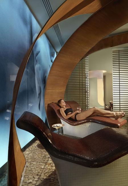 Asian Spa Το Asian Spa αποτελεί όαση ηρεμίας στην πολύβουη πόλη της Αθήνας. Εκεί θα συναντήσετε μια εξειδικευμένη και έμπειρη ομάδα θεραπευτών, που θα σας παρασύρει σε ένα μαγικό ταξίδι στον κόσμο των αισθήσεων. Ζήστε τη φιλοσοφία και την ξεχωριστή εμπειρία που προσφέρουν και δεν θα χάσετε… Intercontinental Hotels & Resorts Athenaeum Athens Λ. Συγγρού 89-93, Αθήνα […]