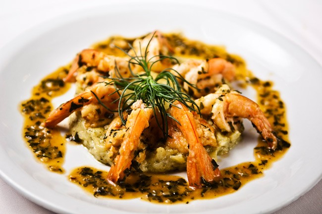 Blog Gourmet News: Νοστιμιές που μυρίζουν θάλασσα  Το «Ιώδιο» όπως δηλώνει και η ονομασία του είναι το εστιατόριο που ξέρει να σε ταξιδεύει μέσα από τις γεύσεις του στο ελληνικό καλοκαίρι.
