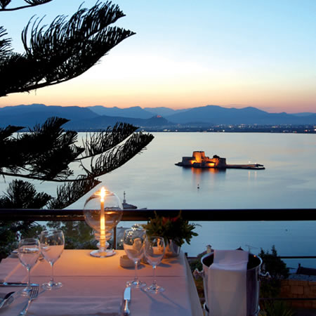 Ναύπλιο: Απόδραση για δύο  Με αφορμή τον ολοκαίνουριο πολυχώρο Φουγάρο, ετοιμάζουμε ταξίδι σε μια από τις πιο όμορφες πόλεις της Ελλάδας και πρώτη πρωτεύουσα του κράτους, η οποία απέχει από τη σημερινή λιγότερο από δύο ώρες.