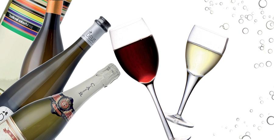 TOP-10: Τα ωραιότερα κρασιά από τη Νίκη Μηταρέα  Πορφυρά ή λευκά, με πικάντικη ή φρουτώδη επίγευση, αφρώδη ή όχι συμπληρώνουν ιδανικά το δείπνο. Επιλέξτε αυτό που ταιριάζει στο δικό σας μενού.