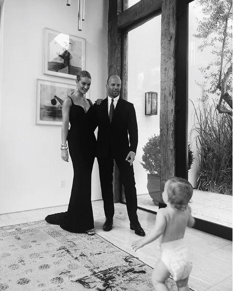 Η Rosie Huntington-Whiteley είναι η πιο όμορφη μαμά Στον λογαριασμό του διάσημου μοντέλου στο instagram ανακαλύψαμε τις πιο τρυφερές φωτογραφίες με τον γιο της Jack Oscar και τον γοητευτικό σύζυγό της Jason Statham.