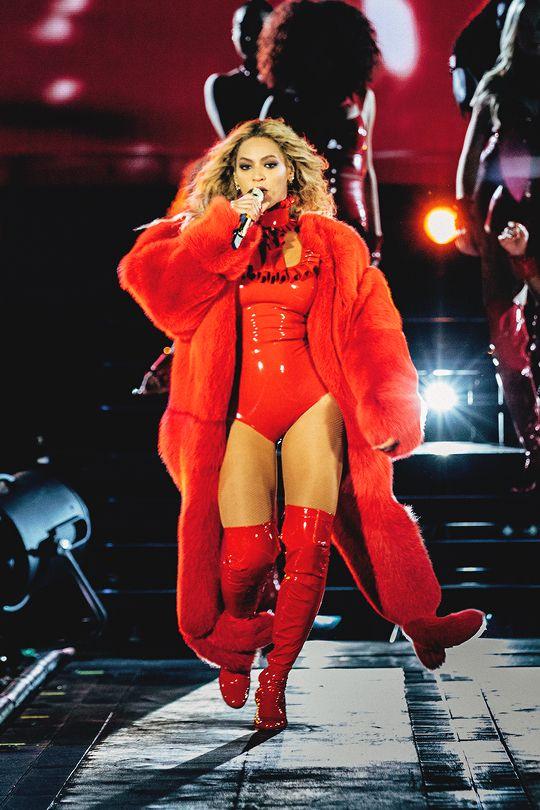 She's a lady: 30+1 on stage εμφανίσεις της Beyonce που κόβουν την ανάσα Χρώματα γεμάτα ένταση, μεταλλικές λεπτομέρειες, παγέτες, επιβλητικές βάτες, γεωμετρικά σχέδιακαι statement αξεσουάρ συνθέτουν την εντυπωσιακή σκηνική παρουσία της Αμερικανίδαςσούπερ σταρ, η οποίαφροντίζει να αφήνειπάντα τους εκατομμύριους φανς της με το στόμα ανοιχτό.... Ιδού αυτές που ξεχωρίσαμε εμείς!