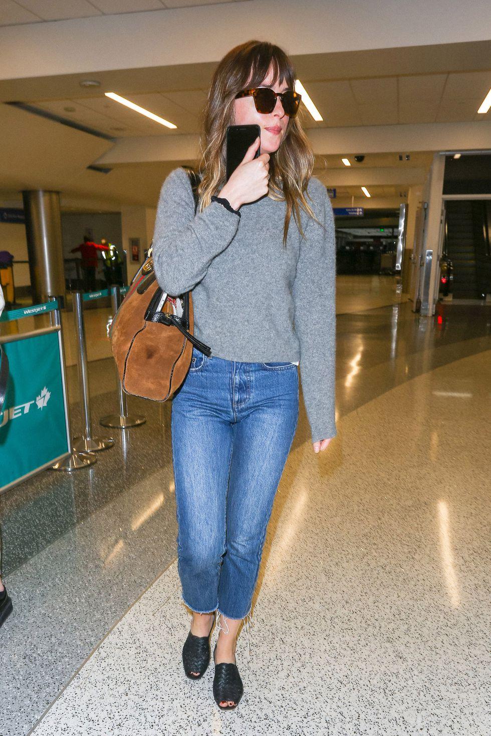 Airport Style: Πώς ταξιδεύουν οι πιο στιλάτες κυρίες της showbiz; Πώς θα συνδυάσεις την άνεση με το στυλ; Αυτές οι σταρ σου δείχνουν τον τρόπο.