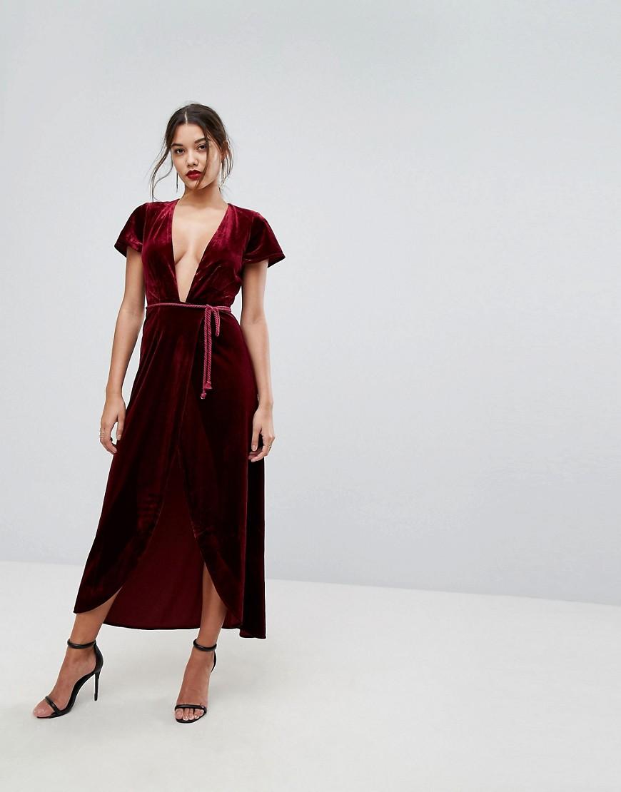 3dfd6a5294b4 Φορέστε το με ένα ζευγάρι μαύρα ψηλά τακούνια για να είστε η πρωταγωνίστρια  στο Πρωτοχρονιάτικο ρεβεγιόν