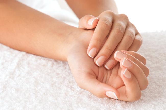 Θεραπείες για όμορφα χέρια  Καφέ κηλίδες, απώλεια λίπους... Επειδή τα χέρια μας είναι ευάλωτα στην κριτική, οι γιατροί παρουσιάζουν τις τελευταίες θεραπείες.