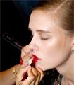 4 βήματα για τέλεια χείλη  Λαμπερό χρώμα, σταθερό αποτέλεσμα, μεγάλη διάρκεια είναι όσα ζητάει μια γυναίκα από το κραγιόν της.