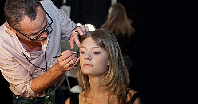 Το μαγικό άγγιγμα του Τομ Πεσέ  O τοπ make-up artist της Estée Lauder αποκαλύπτει στο ELLE μικρά μυστικά μακιγιάζ.