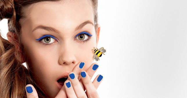 Το τσίμπημα της μέλισσας σβήνει τις ρυτίδες  Το καινούριο λίφτινγκ είναι οργανικό και «φοριέται» πολύ από τη βρετανική βασιλική οικογένεια και τους σταρ: αξιοποιεί το δηλητήριο του συγκεκριμένου εντόμου για να χαρίσει αναζωογόνηση στο πρόσωπο μέσα από μια κρέμα. Εκτός και αν προτιμάτε ολόκληρο το κεντρί...