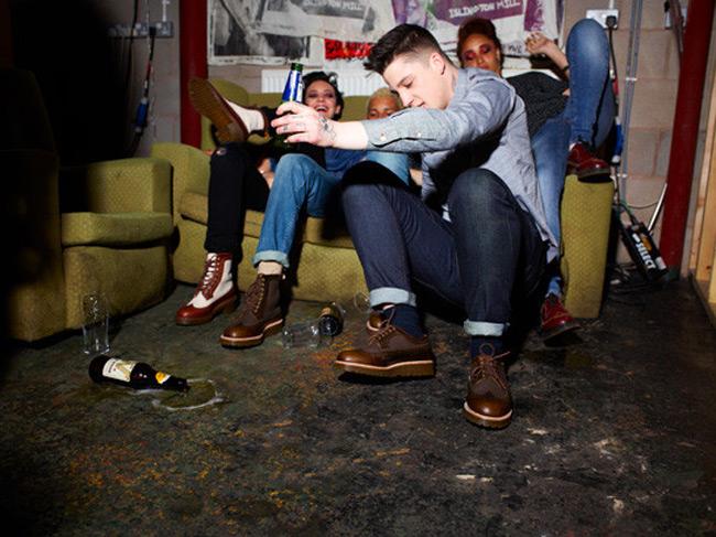 Η νέα… punk καμπάνια του Dr. Martens  Το βρετανικό brand παρουσιάζει την κολεξιόν για τη σεζόν Άνοιξη-Καλοκαίρι 2013 σε ένα concept εμπνευσμένο από την πανκ κουλτούρα.