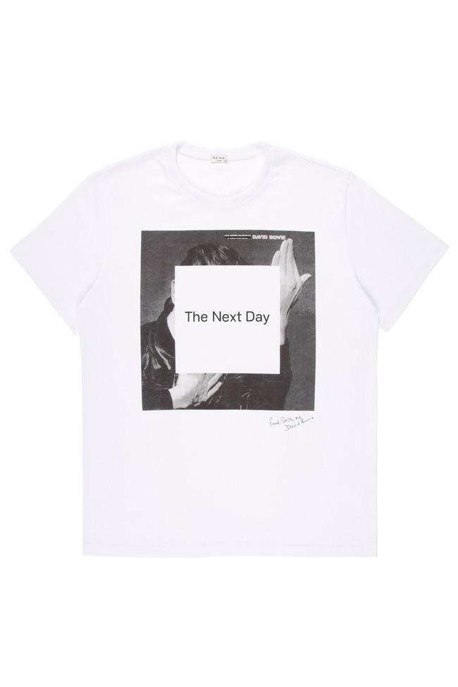 Ο Πολ Σμιθ δημιουργεί για τον Ντέιβιντ Μπόουι  Ο Βρετανός σχεδιαστής επιμελήθηκε το επίσημο T-shirt για την προώθηση του νέου άλμπουμ του τραγουδιστή.