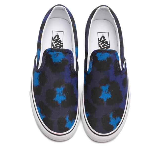 Funky λεοπάρ παπούτσια από Vans και Kenzo  Η εταιρεία Vans ενώνει τις δυνάμεις της με τον οίκο Kenzo και κυκλοφορεί έξι διαφορετικά σχέδια παπουτσιών με ποπ λεοπάρ ντεσέν,που κερδίζουν τις εντυπώσεις.