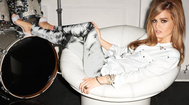 Η Τζόρτζια Μέι Τζάγκερ ποζάρει για την H&M  Η κόρη του Μικ Τζάγκερ μεταμορφώνεται σε ροκ σταρ και φωτογραφίζεται με τις δημιουργίες του brand για τη σεζόν Άνοιξη/Καλοκαίρι 2013.