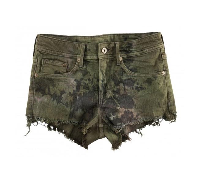 Grunge Style: Η Η&Μ «ντύνει» τις συναυλίες του καλοκαιριού  Το σουηδικό brand κυκλοφορεί μια νέα κολεξιόν αφιερωμένη στα alternative κορίτσια.