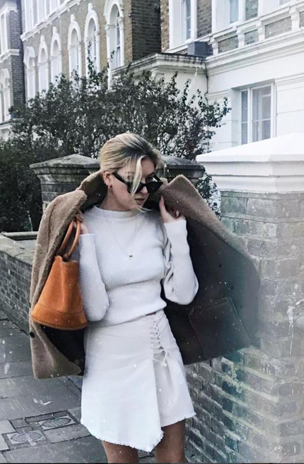 f3aa90cd5f6 Πώς συνδυάζουν τα low-budget ρούχα και αξεσουάρ οι fashionistas; - ELLE
