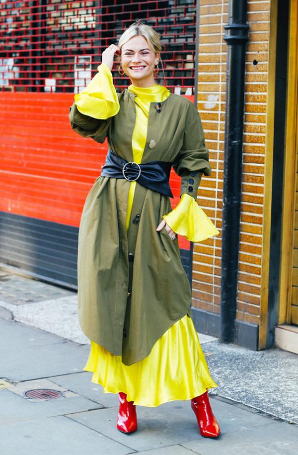 1fb992ec4b6 To κίτρινο μάξι φόρεμα που επέλεξε η Pandora Sykes θα φορεθεί πολύ την  άνοιξη.