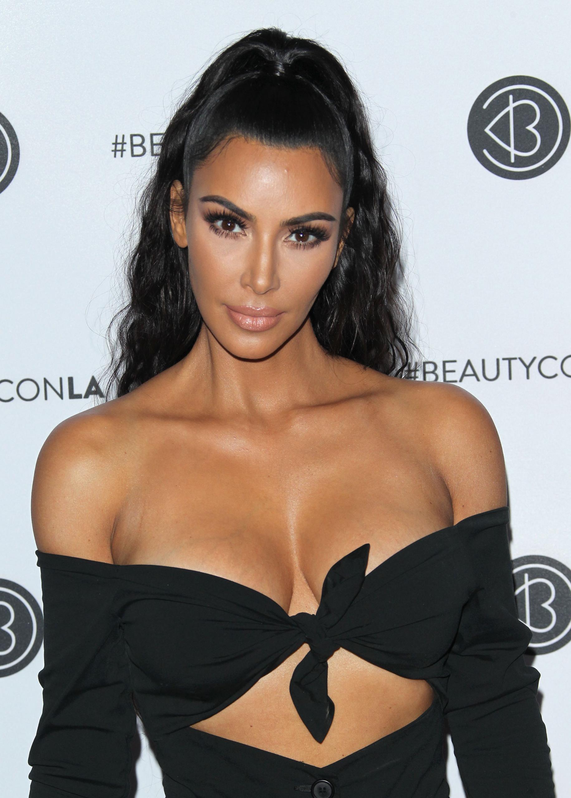 H Kim Kardashian σπουδάζει νομικά; Το επιβεβαιώνει και ο σύζυγός της Kanye West.