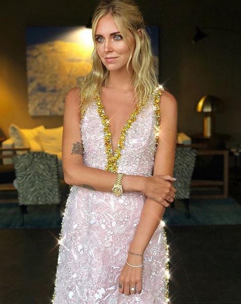 Η Chiara Ferragni επέλεξε τα πιο παραμυθένια bridal outfits που είδατε ποτέ Τον αγαπημένο της Fedez παντρεύτηκε στην Σικελία η Chiara Ferragni και όπως ήταν αναμενόμενο τα bridal σύνολα της πασίγνωστης blogger έκλεψαν την παράσταση. H όμορφη Ιταλίδα επέλεξε αιθέριες αλλά και σέξυ δημιουργίες με υπογραφές των μεγαλύτερων designers και ήταν αδιαμφισβήτητα η σταρ της βραδιάς.