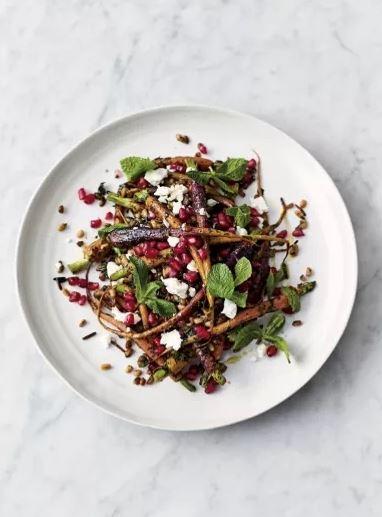 2 ιδιαίτερες σαλάτες που θα λατρέψεις από την πρώτη μπουκιά Είναι τόσο γευστικές, που εύκολα ξεχνάς ότι πρόκειται για σαλάτες.