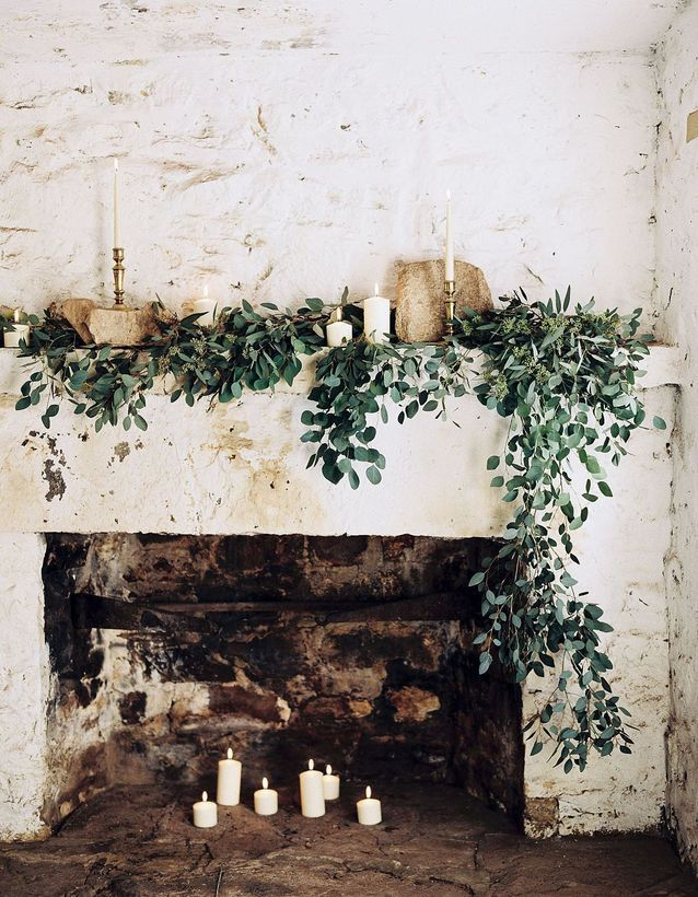 6 στολισμένα τζάκια για να μπεις σε christmas mood Ακόμα και αν δεν σου αρέσει το κλασικό χριστουγεννιάτικο δέντρο, μπορείς να στολίσεις στο χώρο σου με εναλλακτικούς τρόπους.