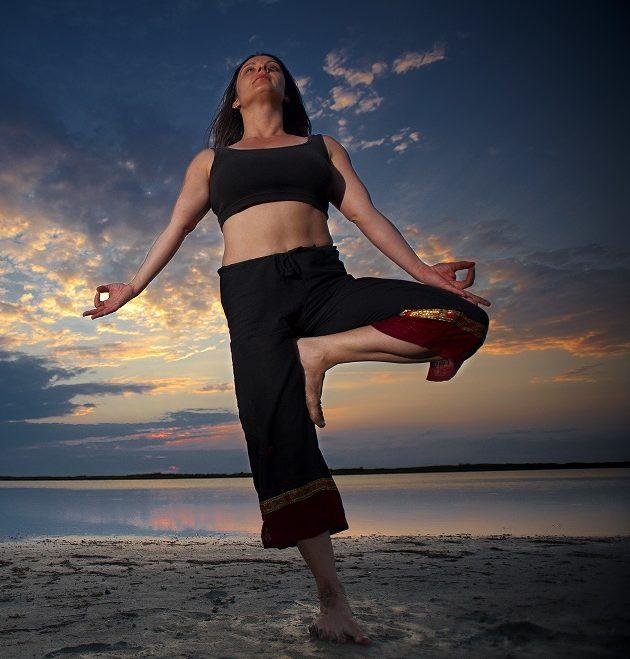 Βάγια Χάνου: Το «ακολούθησε την φύση σου» είναι από μόνο του μια ολόκληρη φιλοσοφία Η πρώην χορεύτρια, δασκάλα γιόγκα και ιδιοκτήτρια του κέντρου γιόγκα & διαλογισμού Armonia πιστεύει ότι το μυστικό της ευτυχίας είναι η σύνδεση με την φύση.