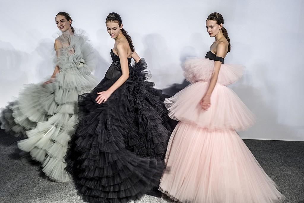 4235602bf5aa Haute Couture  Όταν η μόδα συναντά το παραμύθι - ELLE