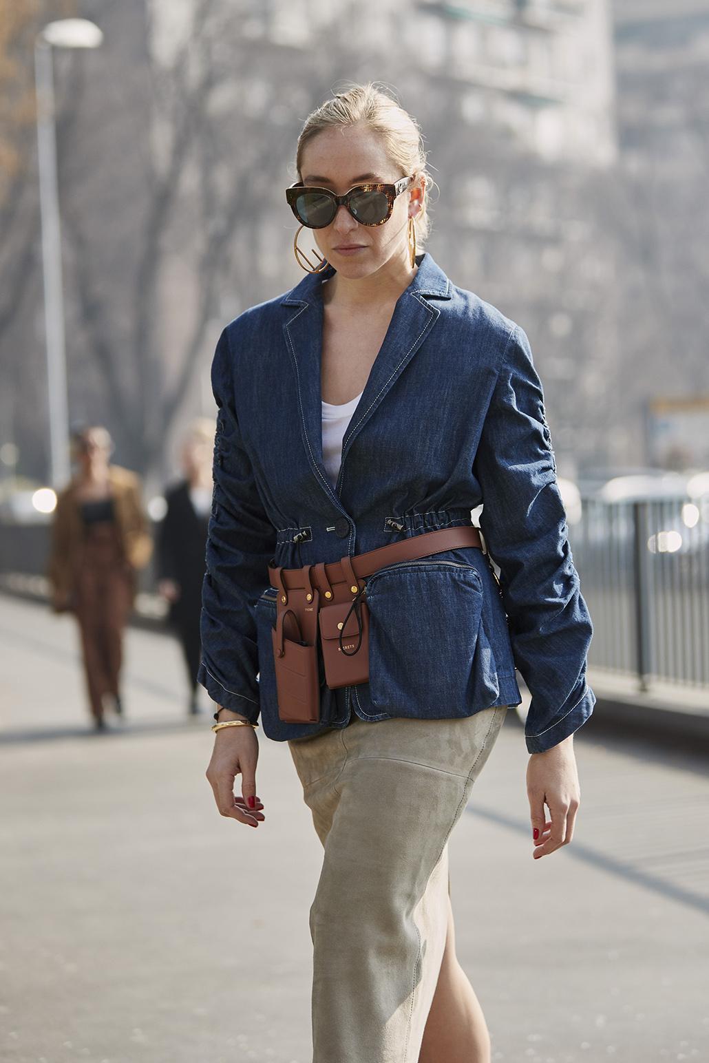 Είναι η πιο σωστή στιγμή να αφεθείς στην γοητεία των belt bags. Αυτό το  είδος τσάντας ταιριάζει με τα σακάκια σου όσο κανένα άλλο. c62ccd89eb7