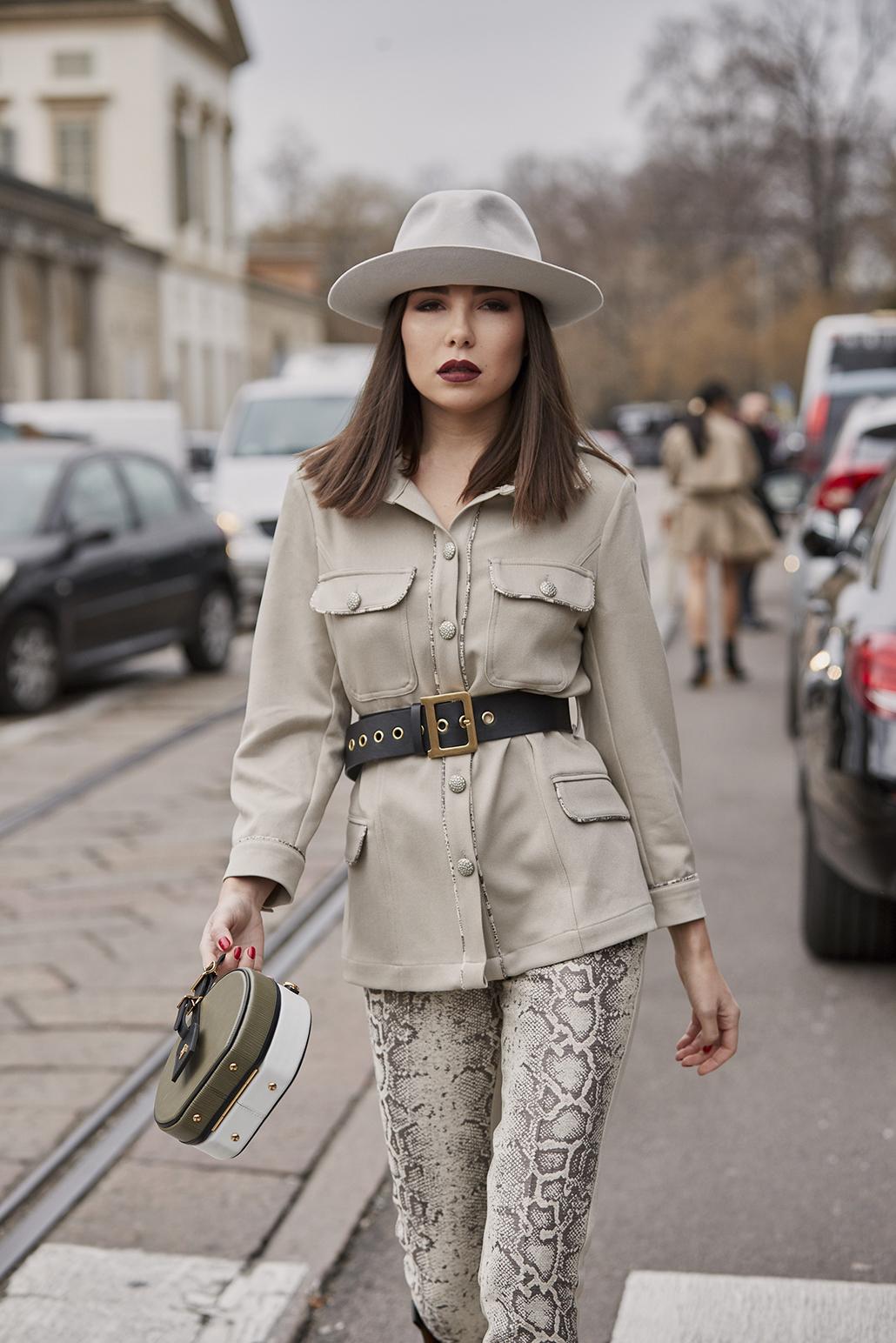 12 έξυπνοι τρόποι να φορέσεις «αλλιώς» το αγαπημένο σου σακάκι - ELLE 1060bb8787d