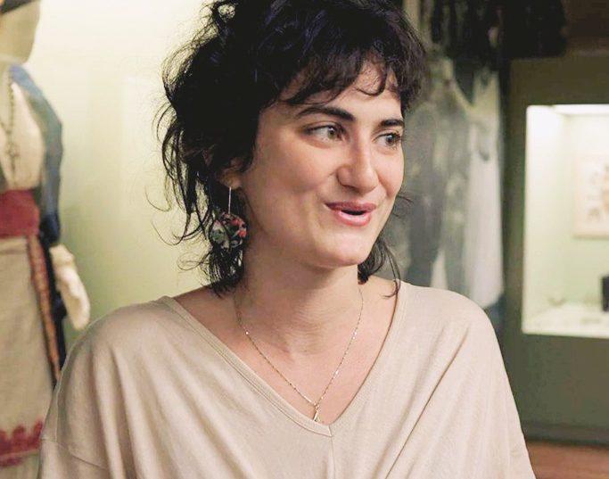 Αλίκη Ατσαλάκη: «Η γυναίκα είναι ένα σώμα ζωντανό που κάτι παίρνει και κάτι δίνει» Μέλος στο γυναικείο συγκρότημα Πλειάδες, η καλλιτέχνης εξηγεί τις προσκλήσεις και τη δύναμη που προσφέρει η γυναικεία ομαδικότητα απαντώντας στο ερώτημα γιατί  #ΤοΜέλλονΕιναιΓυναίκα.  Πρόκειται για ένα project του ELLE στο οποίο συμμετέχουν 41 προσωπικότητες και μιλούν για τα δικαιώματα και τη θέση των γυναικών στην Ελλάδα. .