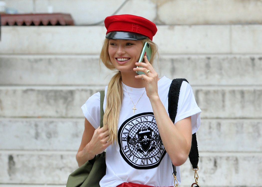 1779a746fbfb 10+1 cool T-shirts για να ντυθείς σαν γνήσιο street style girl - ELLE