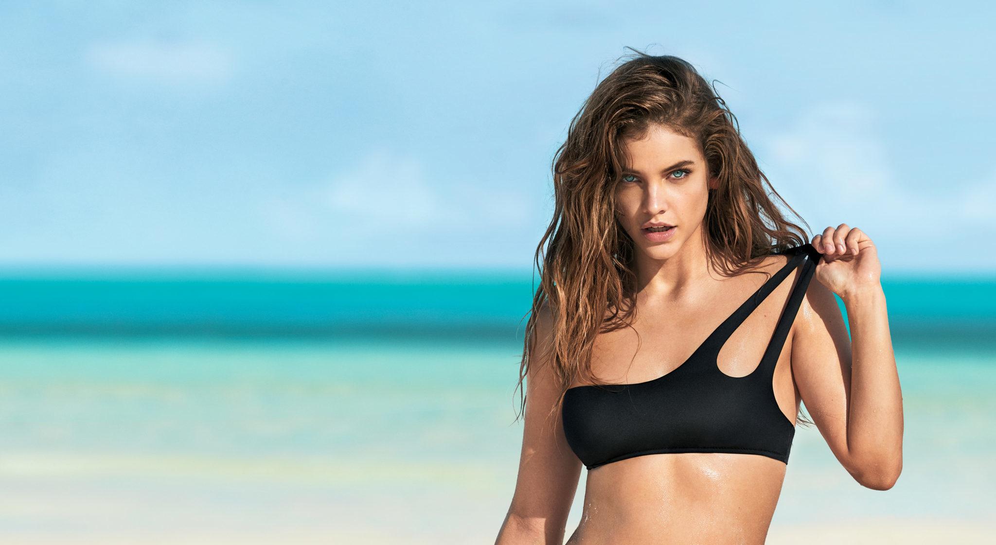 11 beachwear trends για να είσαι η θεά της παραλίας Οι μέρες που τα μαγιό είναι το μόνο κομμάτι της γκαρνταρόμπας μας που μας απασχολεί, είναι ήδη εδώ. Επισκεφτήκαμε τα καταστήματα Calzedonia και ανακαλύψαμε σέξυ μπικίνι, θηλυκά ολόσωμα, μίνιμαλ σχέδια, και καυτά prints για να γράψουμε τις ωραιότερες ιστορίες μας στην άμμο.