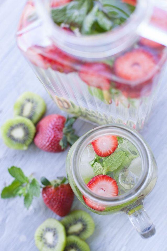Detox Water: Ο ευκολότερος τρόπος να πίνεις όσο νερό χρειάζεται καθημερινά