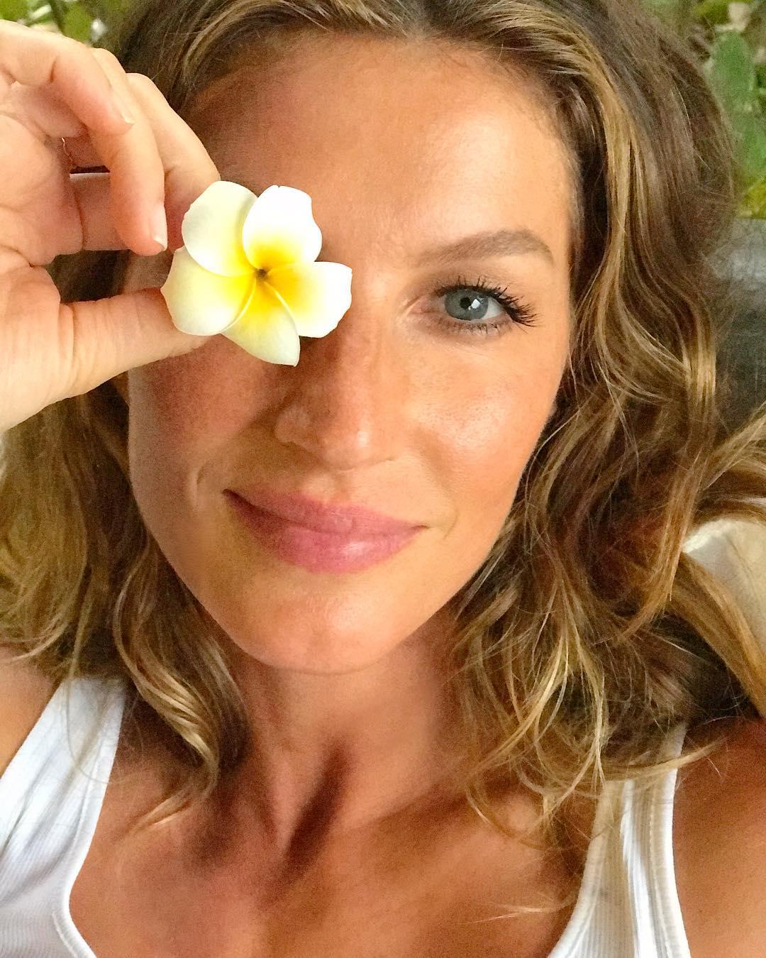 Tα πιο έξυπνα make up tips για να δείχνεις νεότερη