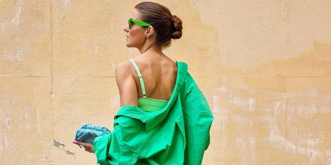 """Το χρώμα που θα φορέσουμε περισσότερο αυτή την εβδομάδα είναι το πράσινο: 12 τρόποι να εντάξει στο στυλ σου κάθε πιθανή εκδοχή του Go green και με το στυλ σου φέτος λέγοντας """"ναι"""" σε κάθε απόχρωση του πράσινου για εμφανίσεις που θα μαγνητίσουν τα βλέμματα."""