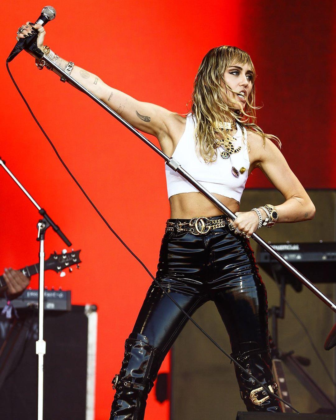 Αυτή είναι η νέα σύντροφος της Miley Cyrus
