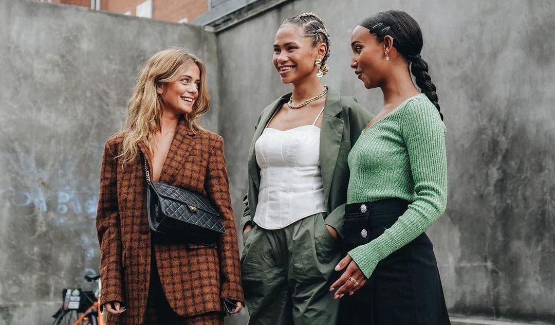 7 κανόνες για να φορέσεις το cropped flare παντελόνι (και να αναδείξεις τη σιλουέτα σου αντί να την «χαντακώσεις») Τώρα με ξέρεις πώς θα συνδυάσεις σωστά το denim στυλ που κάνει θραύση στις street style φωτογραφίσεις.