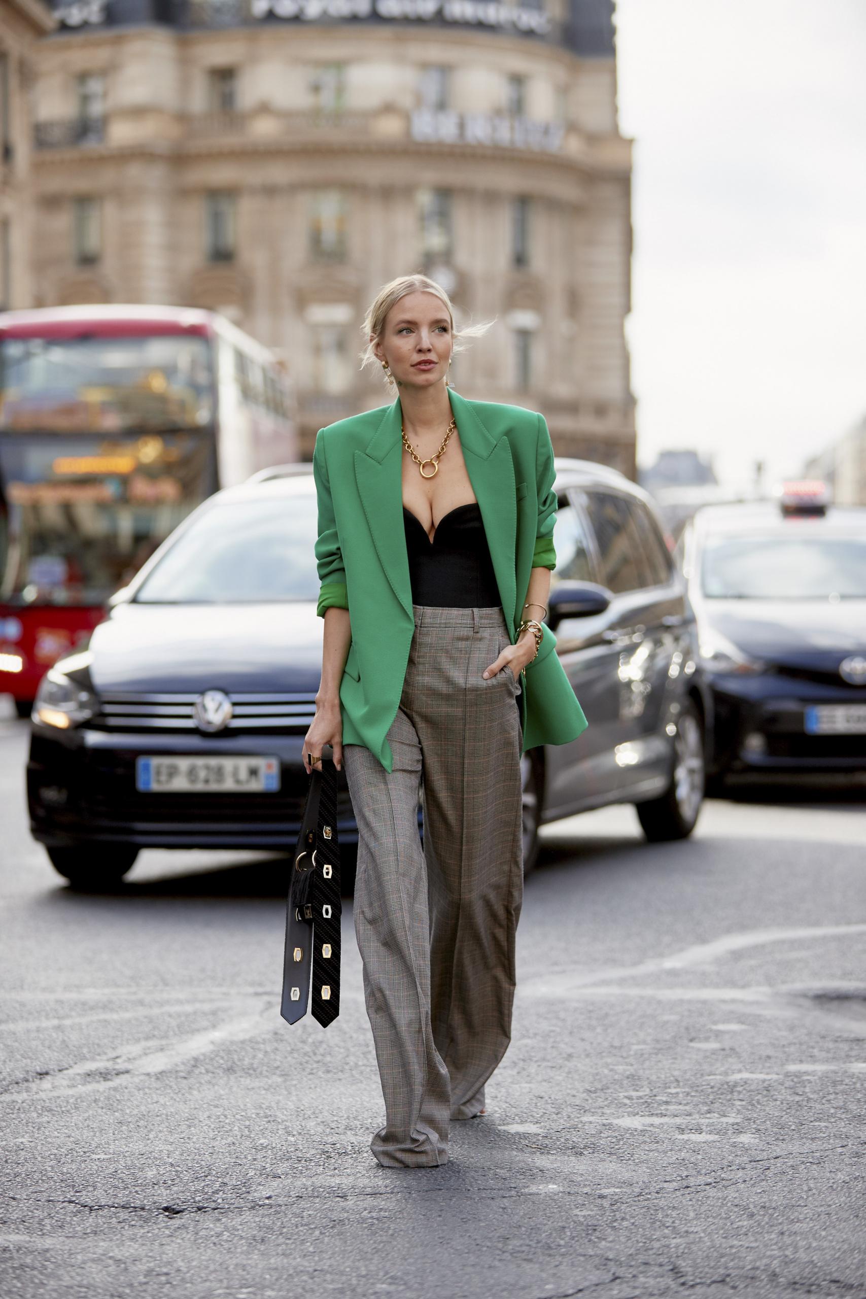 Βγήκαμε για shopping σε Zara, Mango και Η&Μ και αντιγράψαμε το πιο σικ λουκ του street style