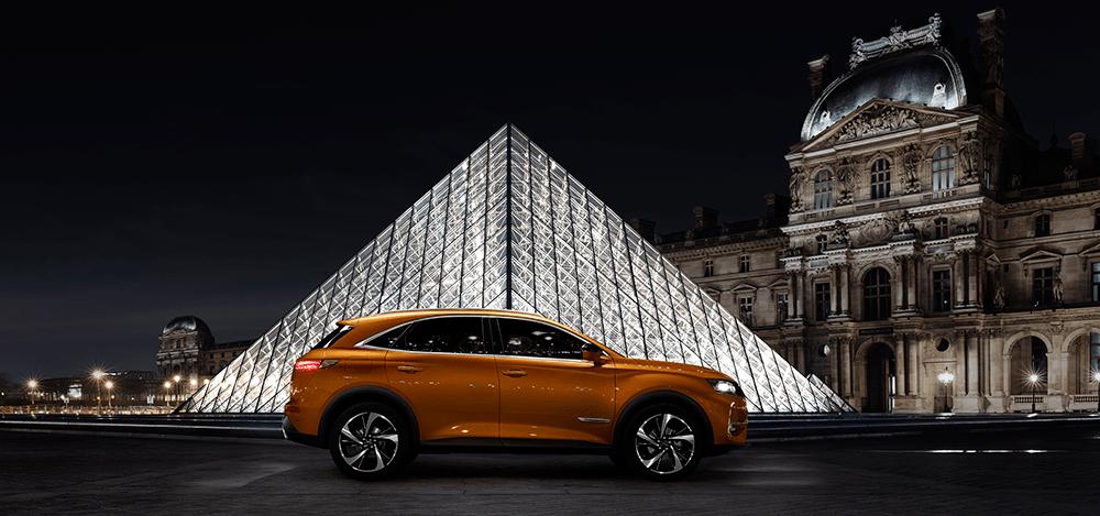 French Kiss: Το αυτοκίνητό μας θέλουμε να έχει parisian αέρα Αν αγαπάτε το διαχρονικό λουκ των Γαλλίδων, οδηγήστε δύο... αυθεντικές Παριζιάνες: τα DS 3 CROSSBACK και DS 7 CROSSBACK της DS Automobiles.