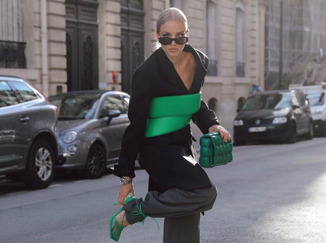 6 έξυπνες ιδέες για να φορέσεις το tailored παντελόνι σαν επαγγελματίας στυλίστρια Τα μεγαλύτερα trends για την σεζόν Ανοιξη/Καλοκαίρι 2022 μας θέλουν να παραδιδόμαστε στη γοητεία των καλοραμμένων κομματιών, που τιμούν τις καθαρές γραμμές του μινιμαλισμού και αποτελούν απτό παράδειγμα της υπέρμετρης κομψότητας.