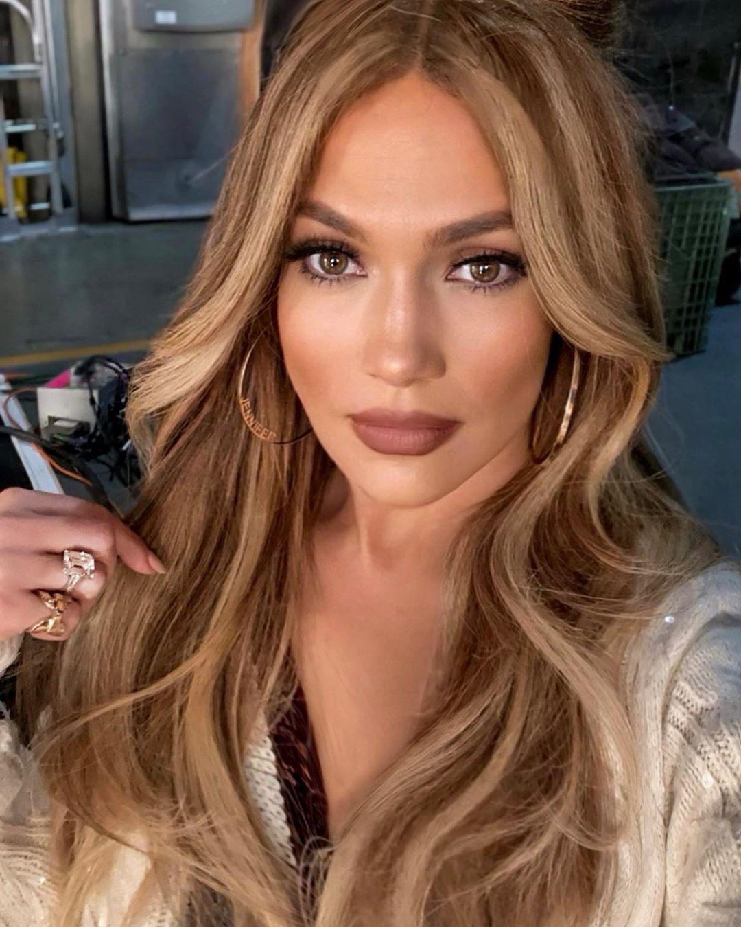 To trick της J.Lo τώρα που δεν μπορεί να πάει στο κομμωτήριο