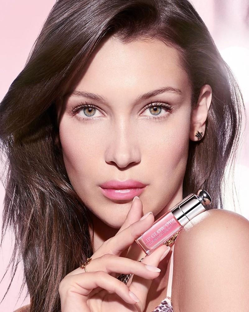 Lip Oils: Γιατί να υποκύψεις στο νέο beauty must-have που φροντίζει τα χείλη σου;