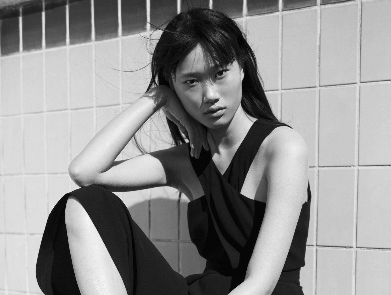 Touché: Η Womenswear Designer της χρονιάς των ELLE Fashion Young Talents Awards μάς παρουσιάζει τη νέα της so chic συλλογή Η σχεδιάστρια Τατιάνα Αγγουράκη αποδεικνύει πως η μίνιμαλ αισθητική έχει μεγάλη ένταση. Τη γνωρίσαμε μέσα από την συμμετοχή της στα πρώτα μας βραβεία για τα νέα ταλέντα της μόδας, όπου και κέρδισε το βραβείο της Womenswear Designer. Τώρα βλέπουμε για πρώτη φορά την Spring/Summer 2020 συλλογή της, μένοντας πιστή στην απλότητα και την κομψή αισθητική της και χτίζοντας έτσι την ταυτότητά της στο χώρο. Ανυπομονούμε για τα επόμενα βήματά της.