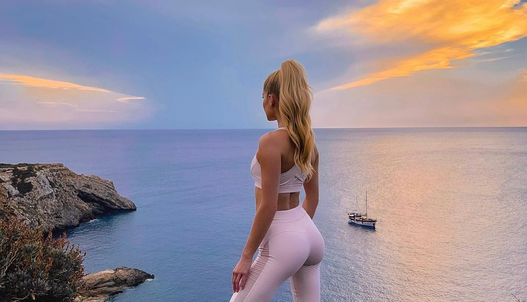 Βρήκαμε 3 σούπερ αποτελεσματικά yoga workout για γλουτούς-φωτιά Μπορεί με την yoga να έχει συνηθίσει να χαλαρώνεις αλλά πίστεψέ μας, αυτά τα προγράμματα θα γυμνάσουν τους μύες σου ίσως πιο αποτελεσματικά και από τις προπονήσεις με βάρη.