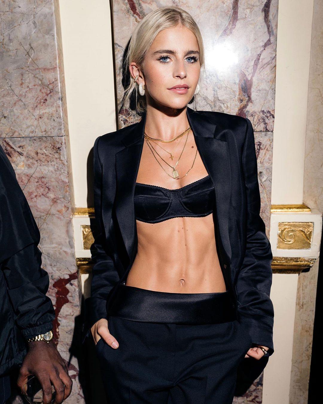 Bra Tops: Η τάση που έχει ξετρελάνει τις fashion lovers