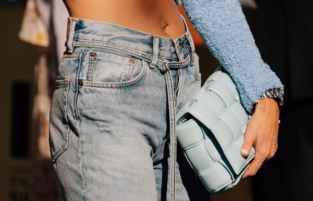 Summer Denim: 6 τζην τάσεις που θα φοράμε ξανά και ξανά τους επόμενους 3 μήνες #streetstyle