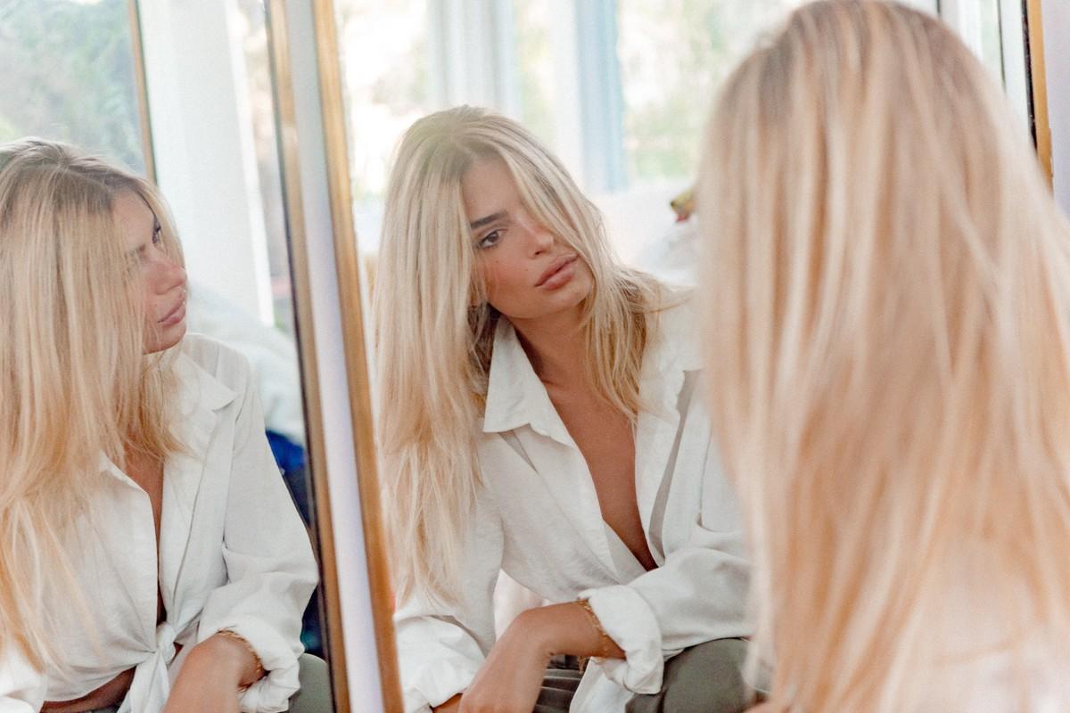 Η Emily Ratajkowski έγινε ξανθιά (εγκρίνεις;)