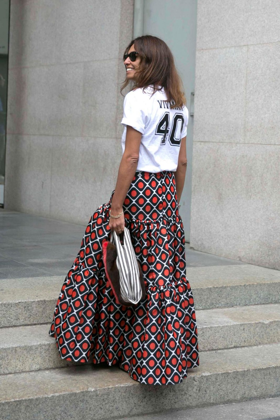 Πώς θα συνδυάσεις τη μάξι φούστα στο street style;