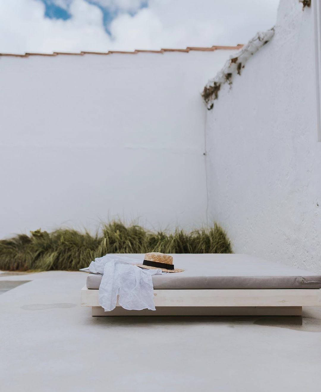 Slow Living: 38 φωτογραφίες από ένα κατάλευκο οίκημα στη Λισαβόνα