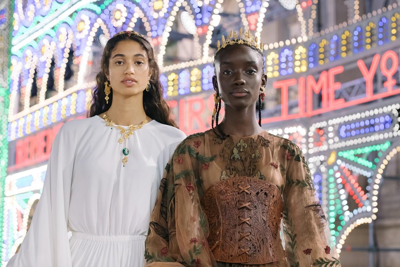 Ο Peter Philips αποκαλύπτει τα μυστικά του για το μακιγιάζ των μοντέλων στο Dior Cruise Show 2021